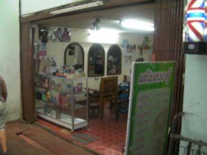 チェンマイの市場の中の美容室