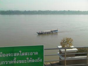 メコン川の渡し船