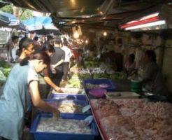 フワイクワーン駅周辺の市場