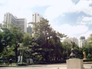 プロンポーン駅界隈の公園